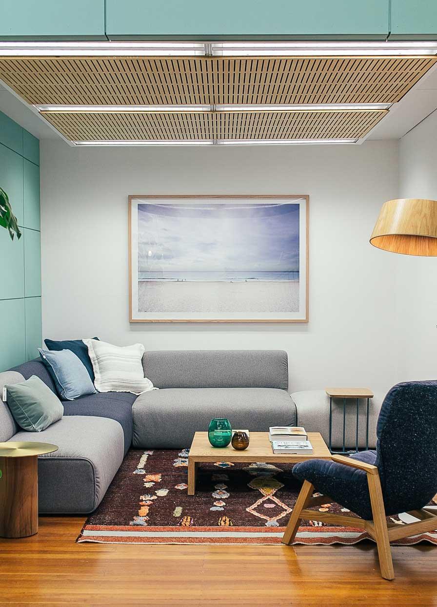 sala de estar de diseñada por empresa de construcción y decoración de casas