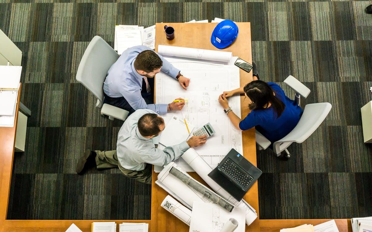 equipo humano de empresa de construcción y decoración de casas