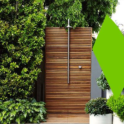 Erisa-10 maneras de transformar tu patio -Compra una ducha exterior