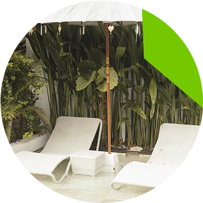 Erisa-10 maneras de transformar tu patio -Mejora tu piscina con accesorios de estilo resort